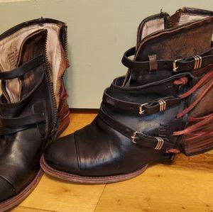 Steve Madden FreeBird Collection Leather Boots Siz